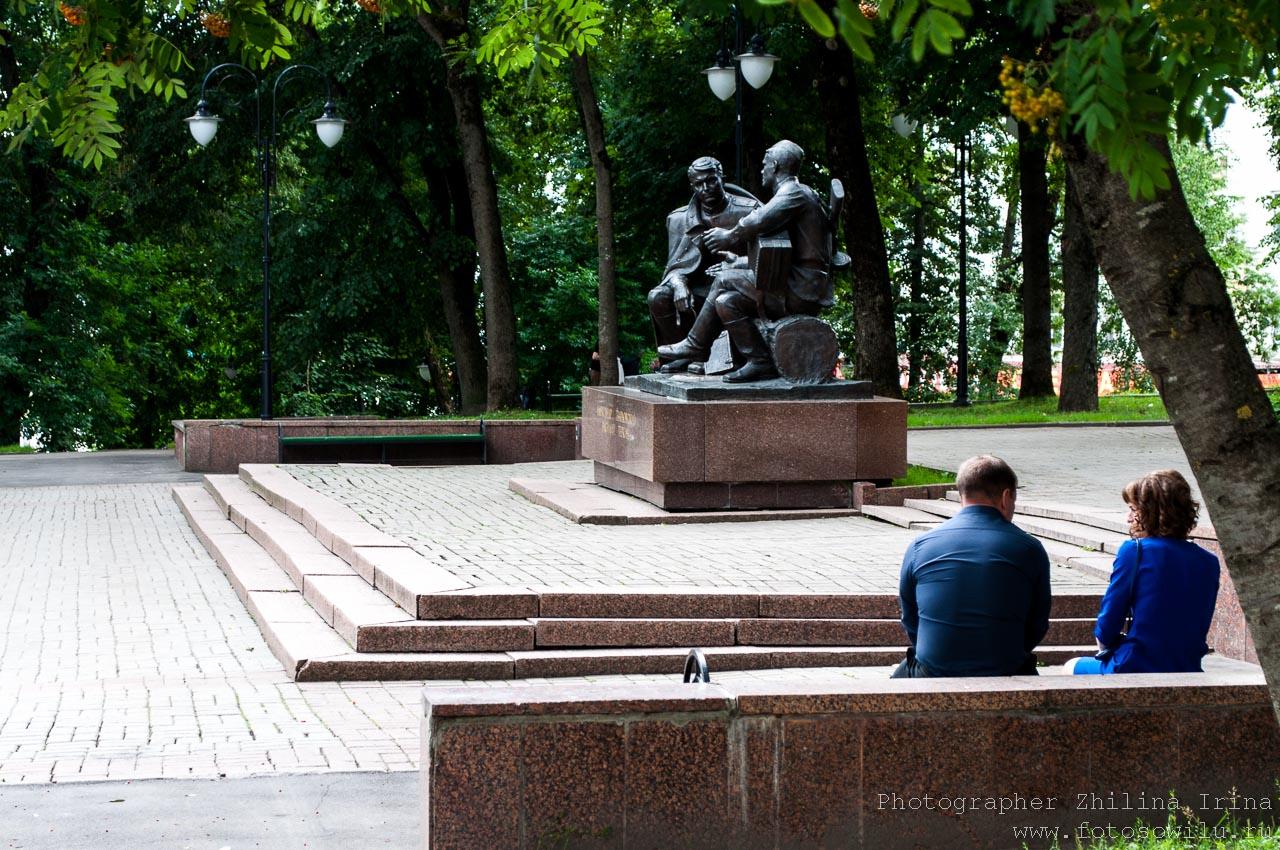 Смоленск, что смотреть в России, города России, поездки по России, отдых в России, памятник Твардовский и Тёркин