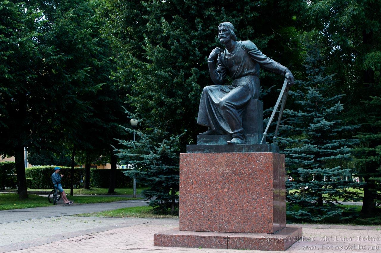 Смоленск, что смотреть в России, города России, поездки по России, отдых в России, памятник Федор Конь